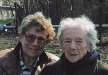 Ágnes Bartha (li) mit Frieda Malter, April 2001
